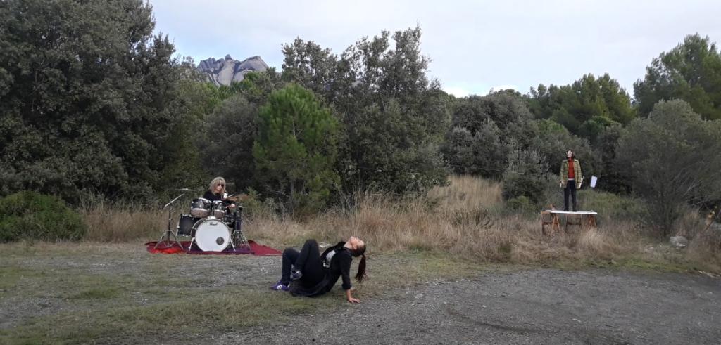 dansa i música en viu a la natura a El Bruc, Catalunya
